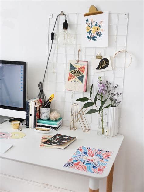 No Frames Needed 6 Ways To Hang Pictures In Your Dorm