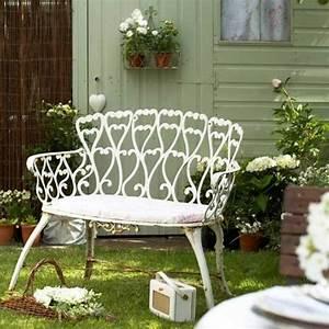 Sitzbank Für Garten : 40 beispiele f r shabby chic garten mit vintage flair ~ Whattoseeinmadrid.com Haus und Dekorationen