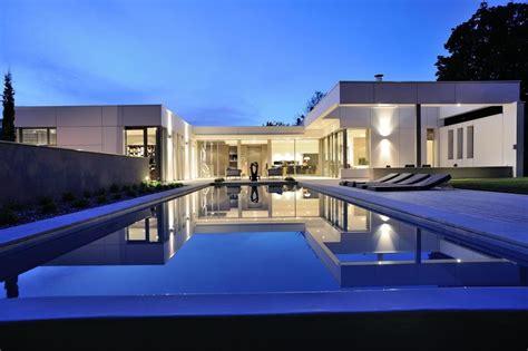 plan de maison plain pied gratuit 3 chambres villa en u avec piscine