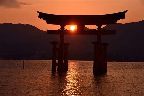 japan itsukushima gates torii sunset tide hd wallpaper
