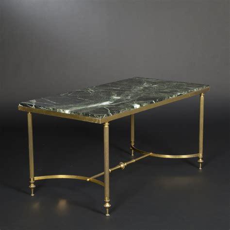 le de bureau laiton table basse en laiton doré et marbre vert veiné dans le