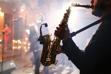 Namun istilah musiknya mengacu pada tiga periode musik yang pada saat itu cukup populer di wilayah eropa barat. Pengertian Musik Barat : Unsur, Ciri, Fungsi dan Jenisnya