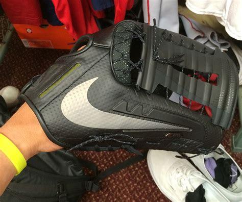 pros wear george springers nike vapor  glove