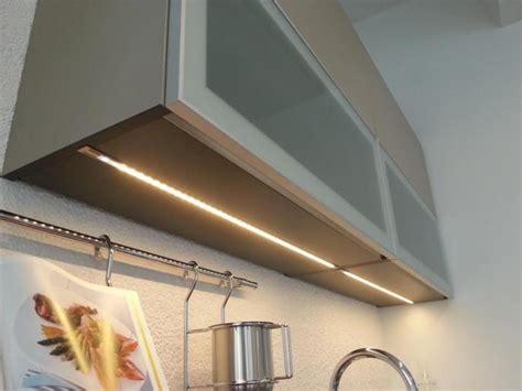 led pour meuble de cuisine eclairage sous meuble led cuisine