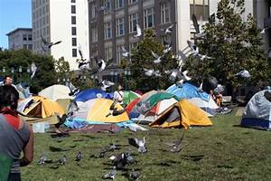 """99 Percent"" protesters occupy Oakland's Frank Ogawa Plaza ..."