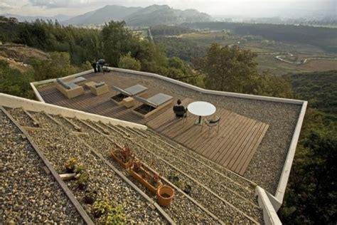 تصميم هندسة لفيلا في منطقة جبلية