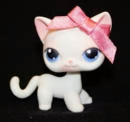 lps shorthair cats for littlest pet shop lps white shorthair cat 64 w blue