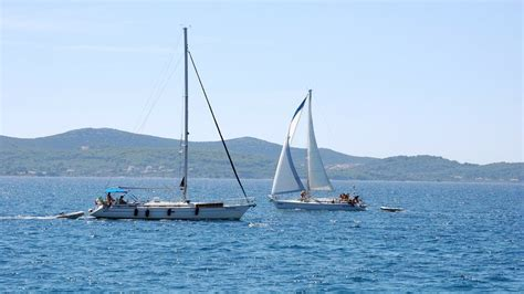 Yacht Sailing Boat Difference by Catamaran Vs Monohull Sailing What Are The Differences