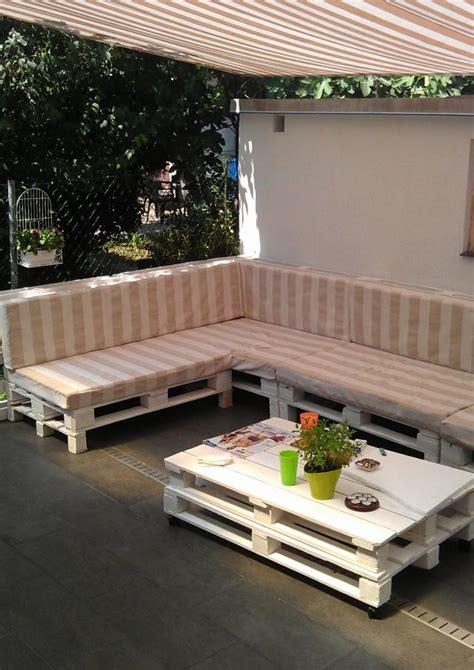 canapé en palette en bois garde corps accueil design et mobilier