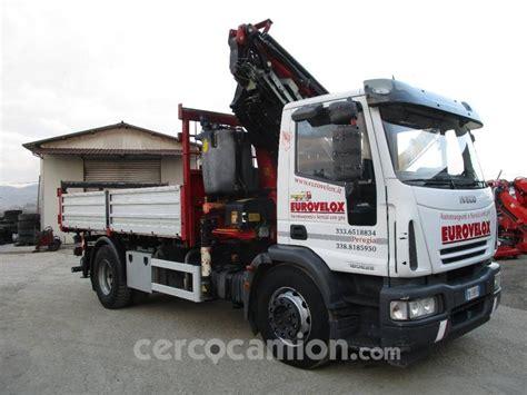 iveco eurocargo ml 180e28 k usato camion con gru e