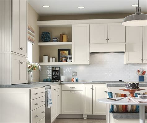 shaker white kitchen cabinets white shaker cabinets in a casual kitchen homecrest 5171