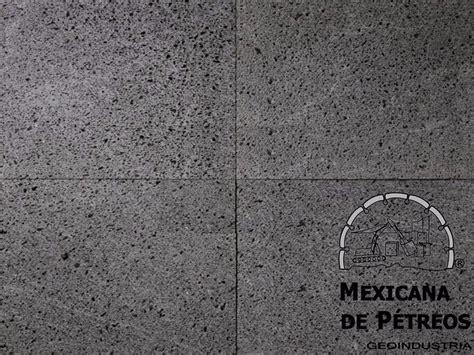recinto volcanico negro poro cerrado  pisos  fachadas