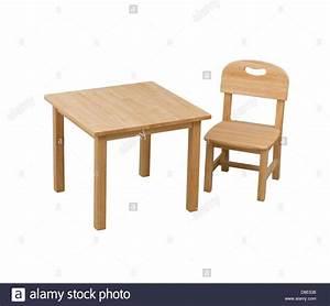 Kinder Stuhl : einen kleinen h lzernen stuhl und schreibtisch f r kinder ~ Pilothousefishingboats.com Haus und Dekorationen