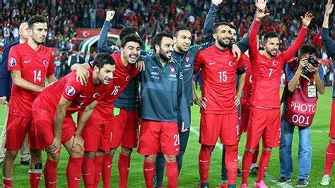 Fussball nach 0 2 ruckstand turkei dreht spiel in schweden welt. Türkei für Fussball-EM qualifiziert