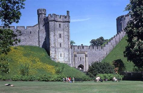 curtain wall castle arundel castle the curtain wall 169 barry shimmon cc by sa