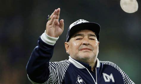 Mūžībā devies leģendārais futbolists Djego Maradona ...
