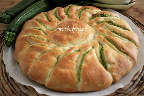 ricetta fiore pan brioche fiore di pan brioche vegano salato ripieno di pesto verde