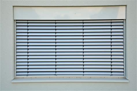 Sichtschutz Fenster Dunkelheit by Mehr Wohnkomfort Dank Rolll 228 Den Licht Und Sichtschutz