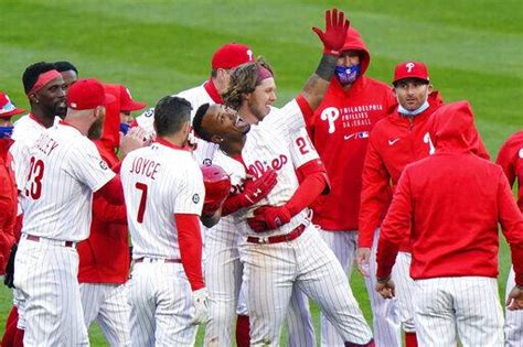 Segura's hit in 10th lifts Phillies over Braves in opener ...
