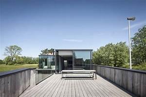 Maison contemporaine composee de bois et de verre for Materiaux exterieur de maison 8 maison contemporaine composee de bois et de verre