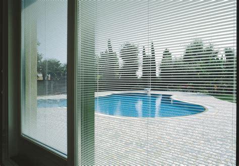 stores integres dans le vitrage screenline menuiserie fenetres sur mesure pvc aluminium