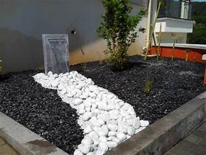 Faire Un Parterre De Galets : massif avec fontaine ~ Dailycaller-alerts.com Idées de Décoration