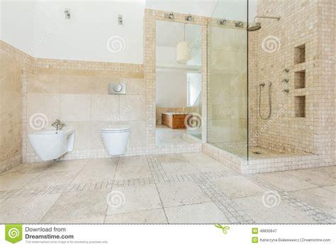 Beige Fliesen Auf Der Wand Stockbild Bild Von Toilette