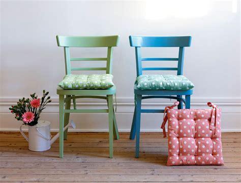 5 id 233 es pour customiser une chaise r 233 aliser une chaise capitonn 233 e femme actuelle