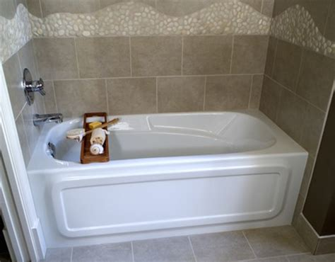 Regular Bathtub Size by Bathtubs For Small Bathrooms Soaking Tubs For Small