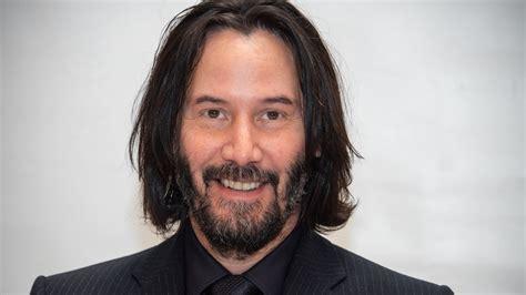 Fans Are Praising the Way Keanu Reeves Takes Photos With ...