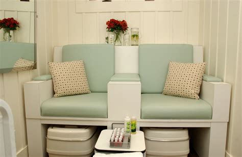 Portable Pedicure Chairs Uk by Nail D It On Pinterest Nail Salons Pedicure Station