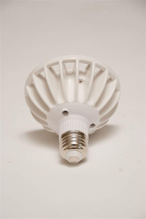 par 30 led light bulb 110 277v 16 watt spot cree