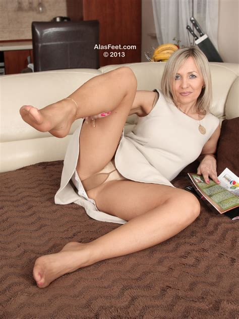 Softcore Pantyhose With Gusset Over Panties 08 High