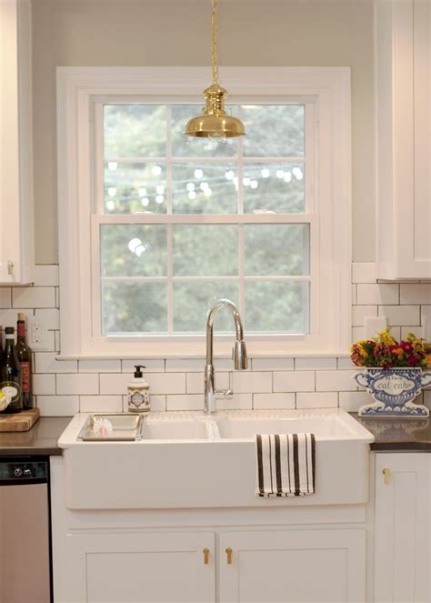 pictures of small kitchen makeovers 25 best ideas about farmhouse sinks on farm 7488