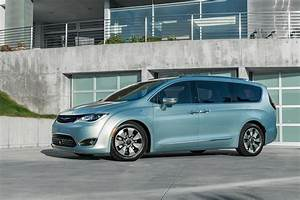 Town Country : chrysler says goodbye to town country and welcomes 2017 pacifica ~ Frokenaadalensverden.com Haus und Dekorationen