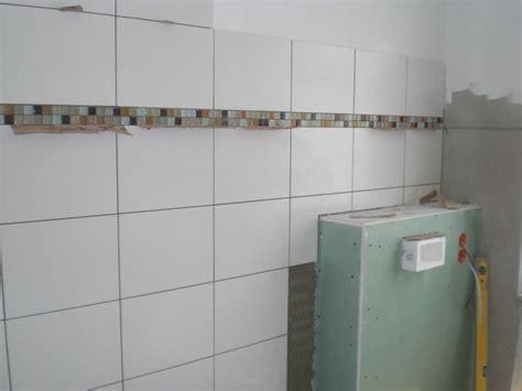 Badezimmer Fliesen Mit Bordüre fliesenleger beginnt mit dem badezimmer passivhaus