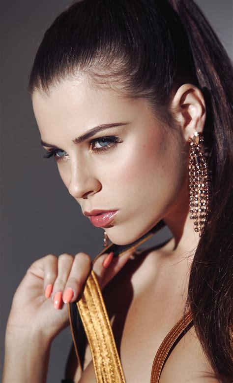 Enjoy The Flexibility Of Aleksa Slusarchi ClicPorn Pics