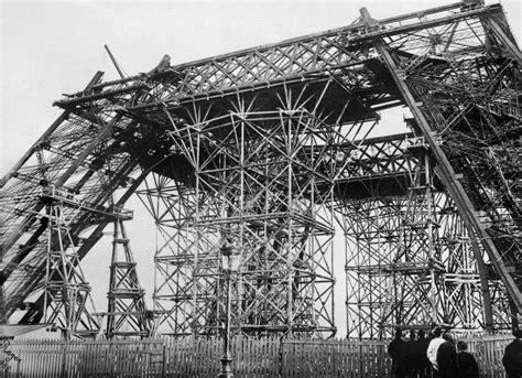 15 Amazing Vintage Photos Of The Iconic Eiffel Tower Under