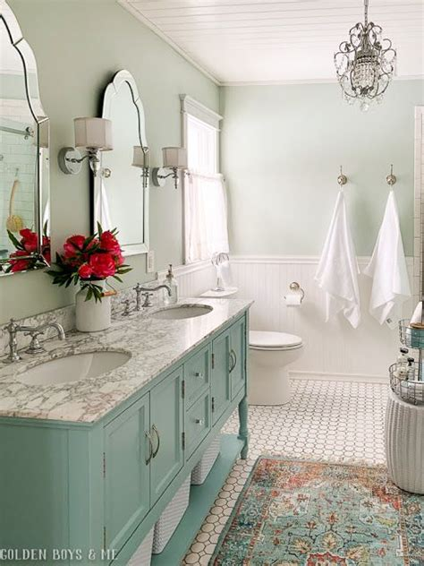 cozy  colorful country cottage home  bathroom