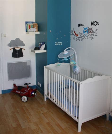 chambre bébé bleu canard et blanc