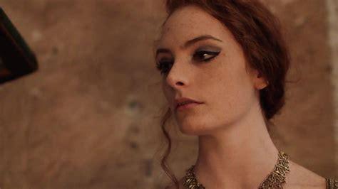 È il primo sovrano a celebrare le nozze di diamante. La Regina dagli Occhi Viola - 2020 - cortometraggi - film ...