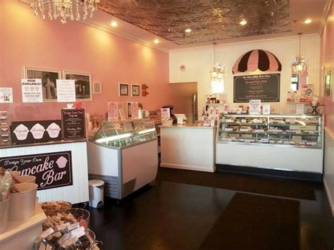 store exterior picture   cute  cake shop