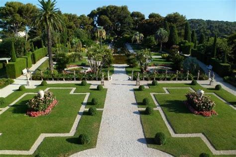 what does chambre in vue du jardin français depuis la villa picture of villa