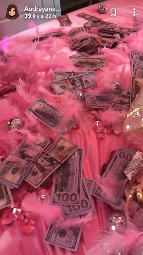 Luxury aesthetic boujee aesthetic designer fashion style sparkly money expensive rich girl. Baddie Rose Gold Vintage Aesthetic Wallpaper