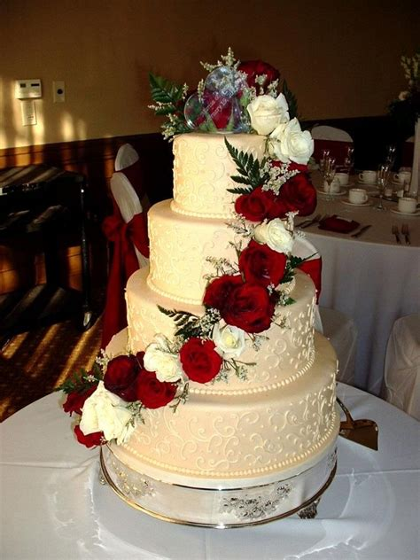 Ivory Wedding Cake With Red Roses Instead Of White Roses
