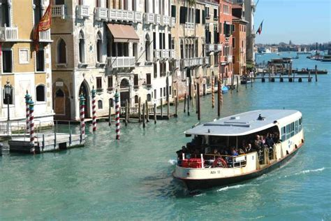 die vaporetto linie   venedg mitten durch den canal grande