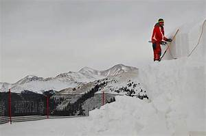 Video: Constructing the world's largest snow fort at ...