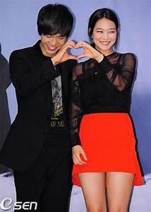 """Lee Seung Gi """"sung sướng"""" hôn """"cáo 9 đuôi"""" Shin Min Ah ..."""