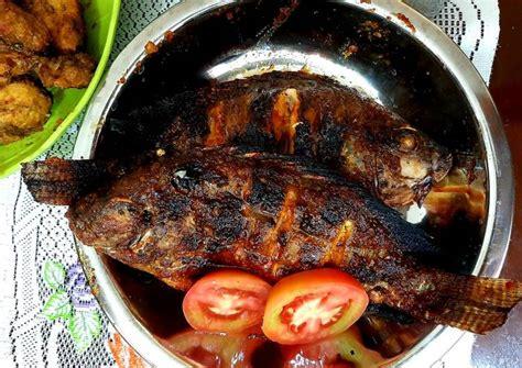 Tapi, 5 menit sebelum diangkat, taburkan dulu daun bawang yang hijau, masak lagi sebentar dan angkat. Masak Ikan Nila Pedas Manis : Resep Sup Pedas Ikan Nila ...