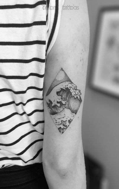 tatuagem de onda significado   ideias  se inspirar